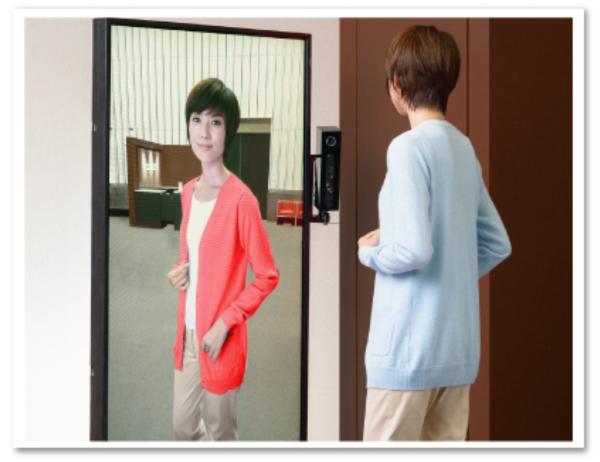 ベースカラーのサンプル商品を着るだけで、モニター上では様々な色の商品を着た自分の姿を映し出すことが出来る。