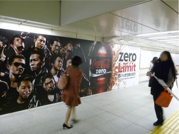 EXELEを全面的に押し出した迫力のあるビジュアル展開(JR渋谷駅)。