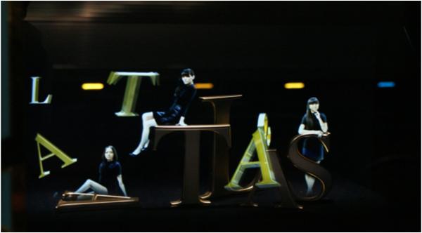 VOGUEが製作したスペシャルムービーをアレンジしたホログラム映像や、実際のジュエリー商品も展示し、Perfumeと ティファニーの融合した世界観を表現した。