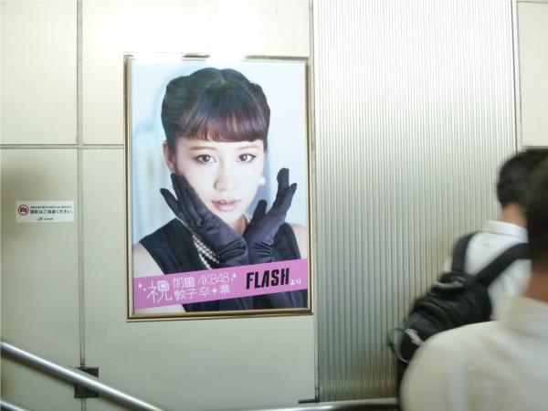 1枚1枚異なる写真が壁に並んで掲出されている。