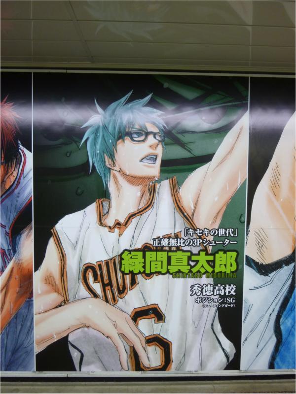 キャラクターが大きく描かれたポスター。