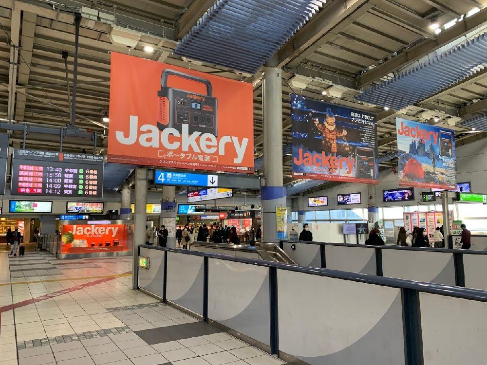 品川駅の大型フラッグ